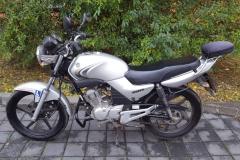 Yamaha 125 YBR stříbrná